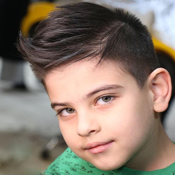 اصلاح موی پسر در آرایشگاه کودک پازل